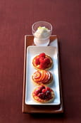 Blinis au sucre, fruits caram�lis�s
