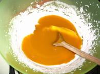 Charlotte printanière mangue/fraise : Etape 2