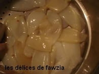 Encornets farcis à la viande et sauce aux épices : Etape 1