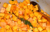 Courge butternut et patate douce rôties au thym : Etape 1