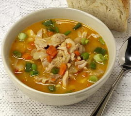 Soupe chinoise au poulet la recette facile - Cuisiner des blancs de poulet moelleux ...