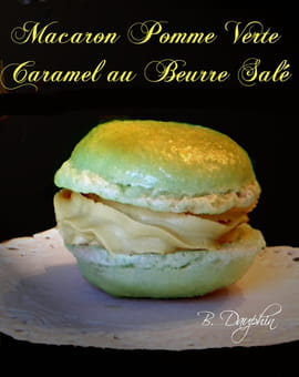 Macaron pomme verte, caramel au beurre sal