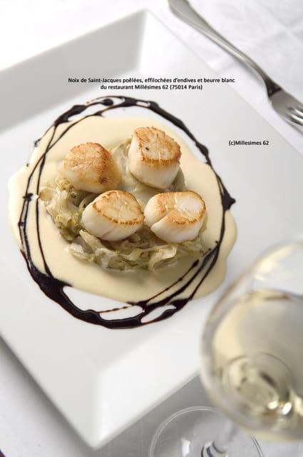 recette de noix de saint jacques po l es effiloch es d endives et beurre blanc la recette facile. Black Bedroom Furniture Sets. Home Design Ideas
