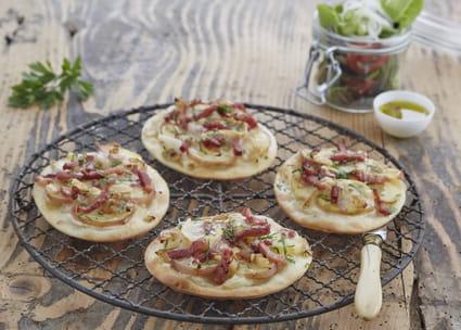 recette de mini pizzas savoyardes la recette facile. Black Bedroom Furniture Sets. Home Design Ideas