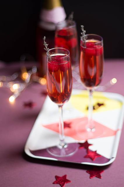 recette de cocktail champagne fruits rouges la recette. Black Bedroom Furniture Sets. Home Design Ideas