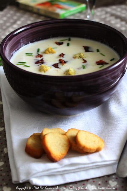 recette de soupe de chou fleur au lait la recette facile. Black Bedroom Furniture Sets. Home Design Ideas