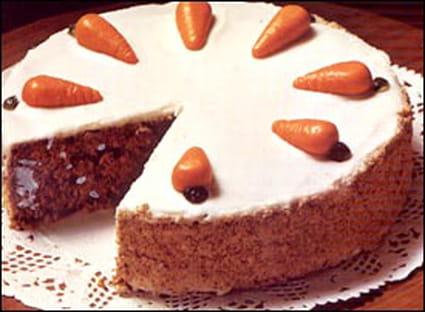 Gâteau aux carottes, noisettes et gelée d'abricots