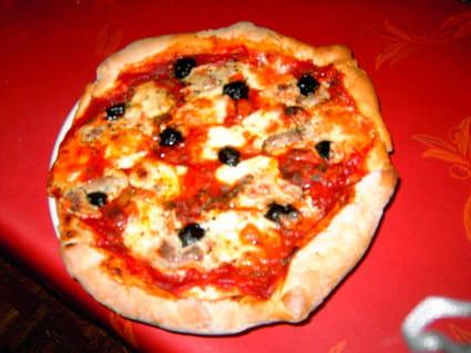 Pizza au thon et au fromage