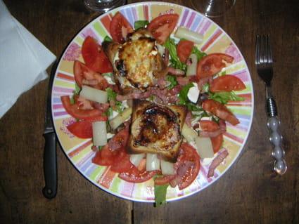 Salade landaise au chèvre chaud et au miel
