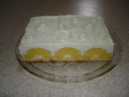 Gâteau à l'ananas et ganache à la crème
