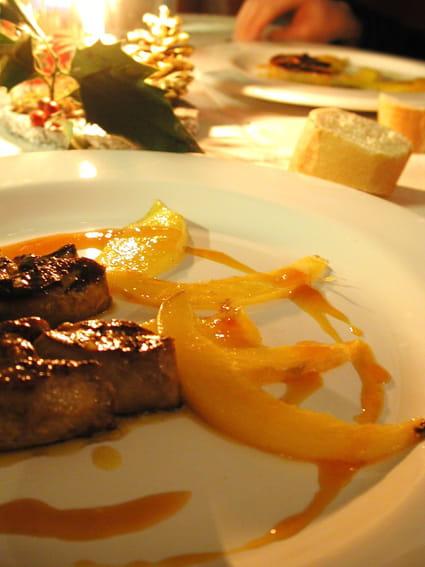 recette de foie gras po l la mangue et jus d 39 orange la recette facile. Black Bedroom Furniture Sets. Home Design Ideas