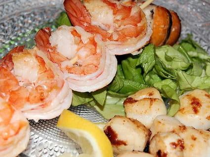 Brochettes de crevettes et Saint-Jacques poêlées