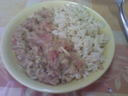 Pâtes sauce aux légumes et au thon