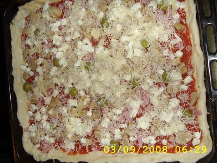 Pizza jambon, champignon et fromage