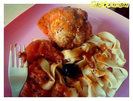 Paupiettes de porc cocotte aux tagliatelles , sauce aux olives