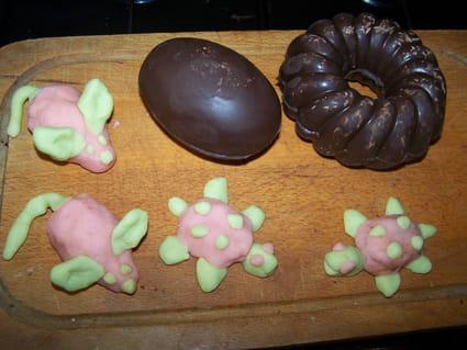 Oeufs en chocolat et sujets en pâte d'amande