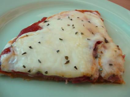 recette de pizza jambon cru et raclette la recette facile. Black Bedroom Furniture Sets. Home Design Ideas