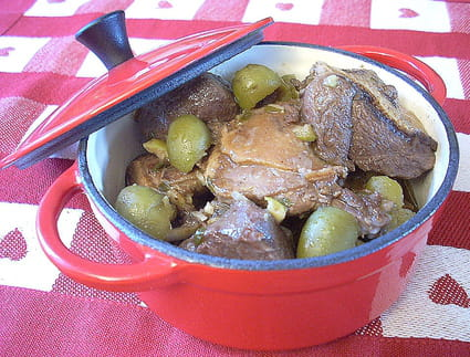 Canard aux olives, ail et échalotes