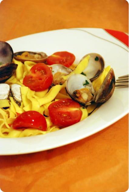 Recette de p tes fra ches aux palourdes et tomates cerises for Cuisiner des palourdes