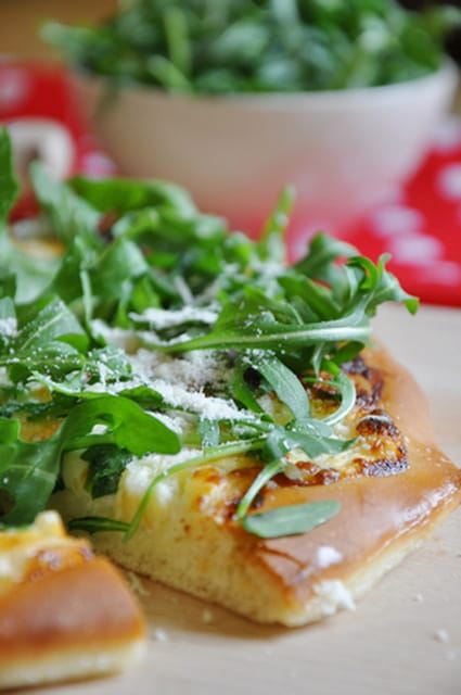 Pizza blanche à la roquette