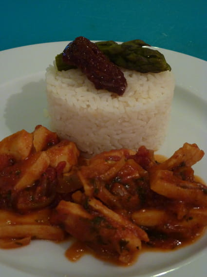 recette de lamelles de calamars sauce tomate curry la. Black Bedroom Furniture Sets. Home Design Ideas