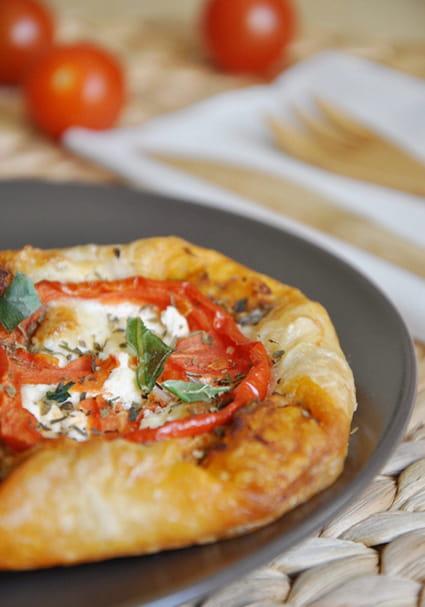 Feuilletés tomate fromage chèvre à la provençale