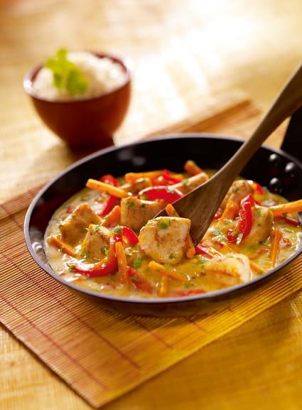 recette de poulet coco sauce au curry jaune la recette facile. Black Bedroom Furniture Sets. Home Design Ideas