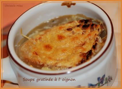 recette de soupe gratin e l 39 oignon et vin blanc sec la recette facile. Black Bedroom Furniture Sets. Home Design Ideas