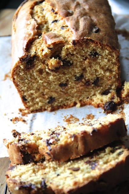 Recette de cake au beurre de cacahu tes et p pites de chocolat la recette facile - Gateau beurre de cacahuete ...