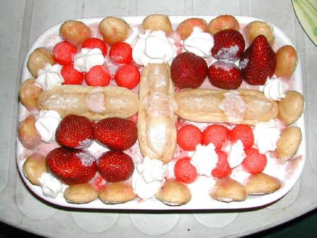 Charlotte aux fraises et fraises tagada la recette facile - Jeux de charlotte aux fraises cuisine ...