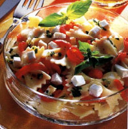 Salade de p te au ch vre et poivron la recette facile - Salade de poivron grille ...