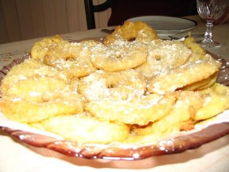 Beignets aux pommes l gers et fondants la recette facile - La ferme aux beignets ...
