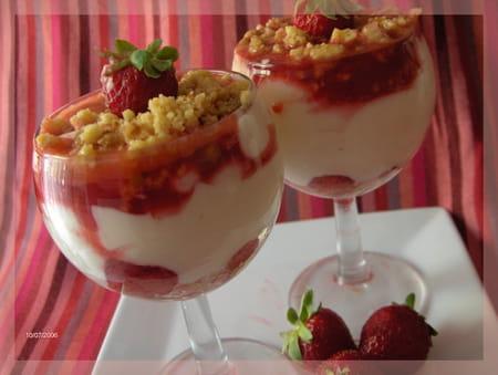 Cr me de mascarpone et fraises fondantes la recette facile - Coupe de fraises mascarpone ...
