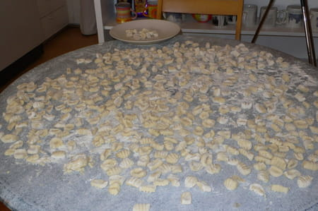 Gnocchi aux pommes de terre la recette facile - Cuisiner des gnocchis ...