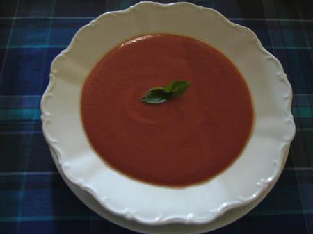 soupe froide de tomate la proven ale la recette facile. Black Bedroom Furniture Sets. Home Design Ideas