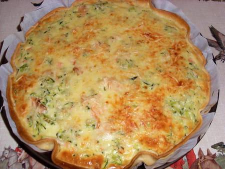 Quiche aux courgettes et au saumon la recette facile - Cuisiner courgettes poele ...
