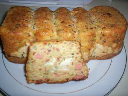 Cake aux saucisses de strasbourg la recette facile - Cuisiner des saucisses ...