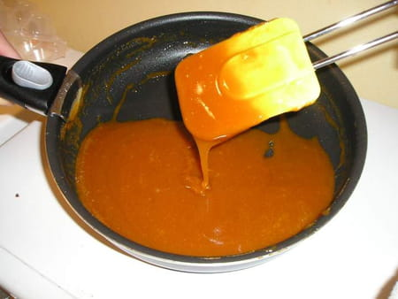 Caramel au beurre sal et fleur de sel la recette facile - Recette caramel liquide facile ...