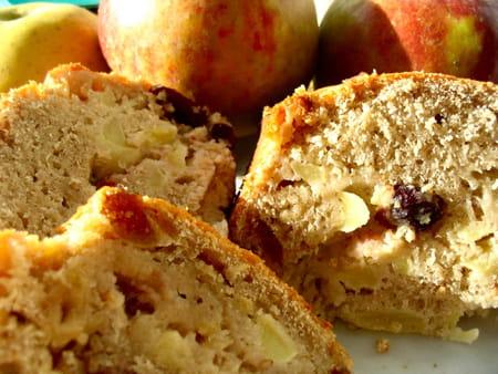 cake aux pommes et aux fruits secs la recette facile. Black Bedroom Furniture Sets. Home Design Ideas