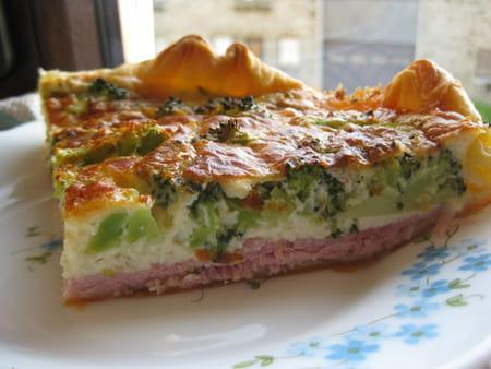 Quiche aux brocolis et jambon la recette facile - Cuisiner des brocolis frais ...