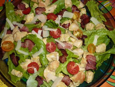 Salade au poulet c sar la recette facile - Recette salade cesar au poulet grille ...