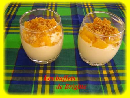 verrines de fromage abricot au coulis d 39 abricots la recette facile. Black Bedroom Furniture Sets. Home Design Ideas