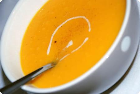 Soupe la courge butternut et l 39 orange la recette facile - Comment cuisiner courge butternut ...