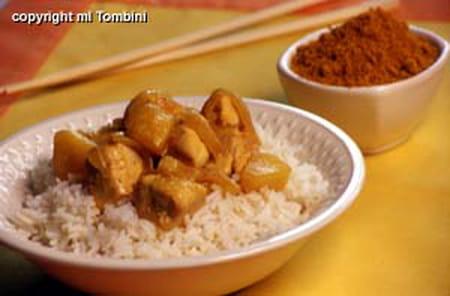 poulet au curry sur lit de riz la recette facile. Black Bedroom Furniture Sets. Home Design Ideas