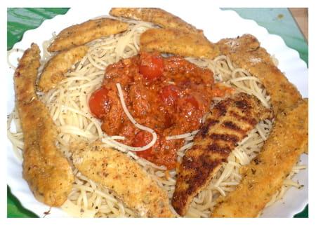 Aiguillettes de poulet pan es aux pices parmesan la recette facile - Cuisiner aiguillette de poulet ...
