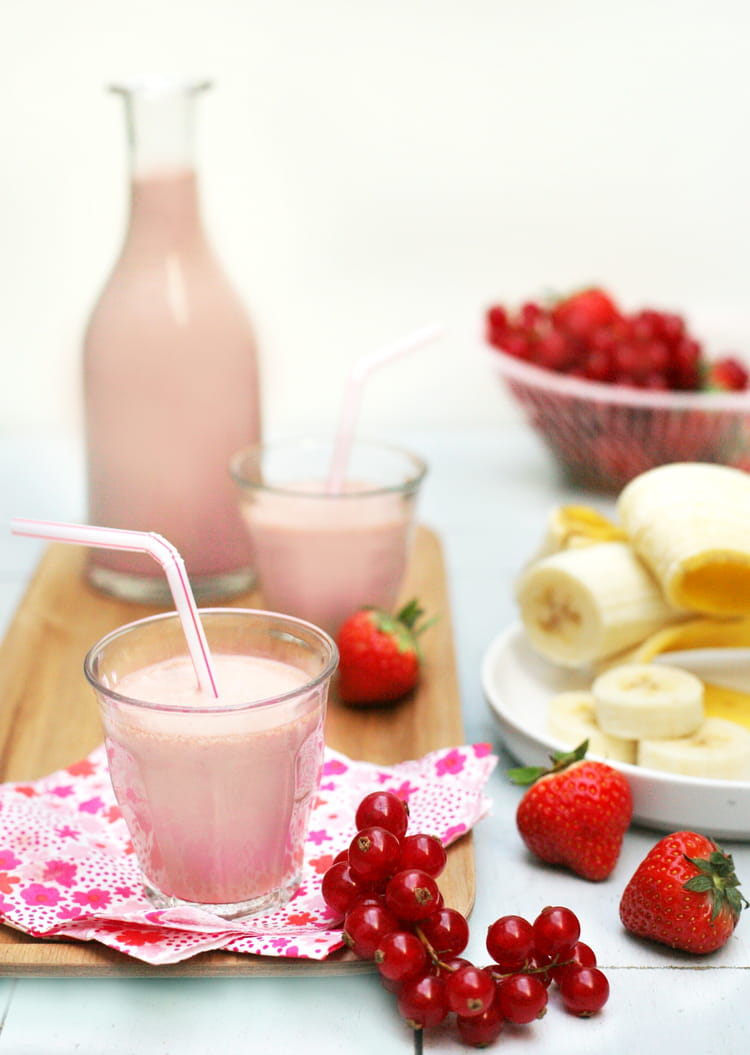 smoothie au soja banane et fruits rouges la recette facile. Black Bedroom Furniture Sets. Home Design Ideas