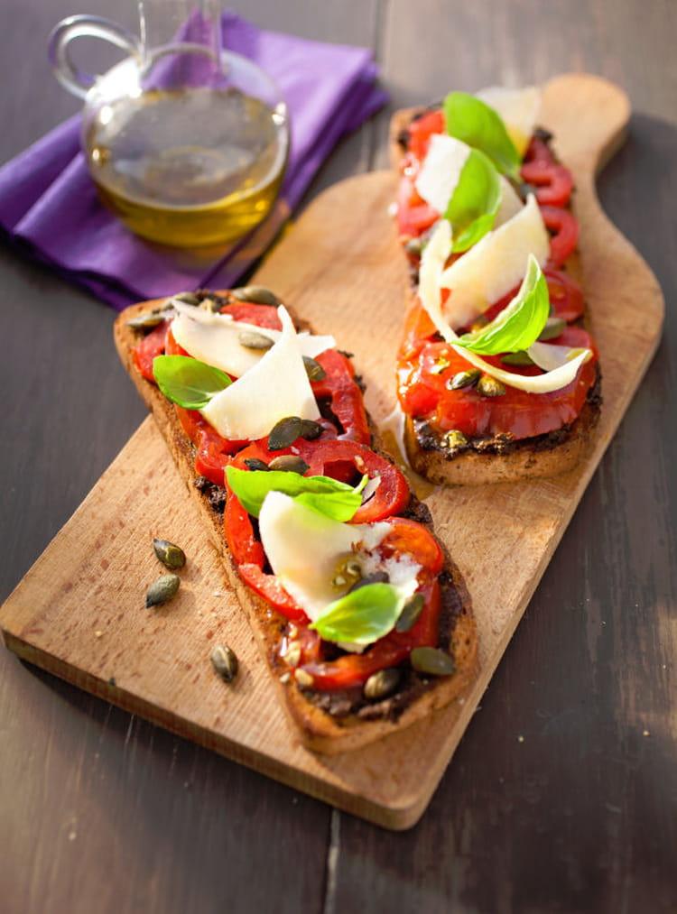 Recette de tartines du soleil tomate tapenade parmesan - Comment cuisiner le coeur de boeuf en tranche ...