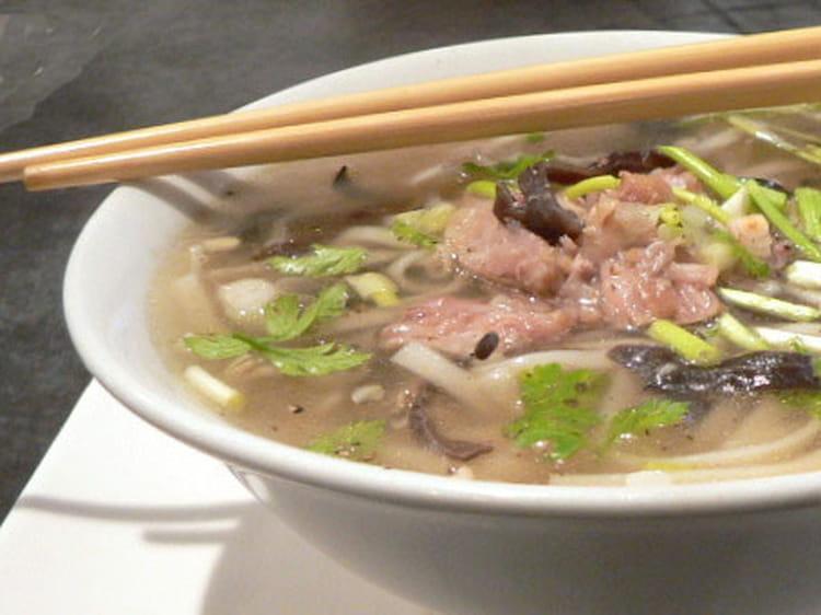 recette de pho bo soupe de nouilles au boeuf la recette facile. Black Bedroom Furniture Sets. Home Design Ideas