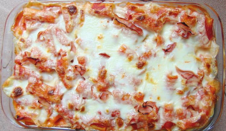 recette de p tes au four tomate mozzarella et jambon la recette facile. Black Bedroom Furniture Sets. Home Design Ideas