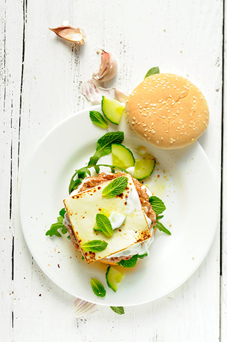 hamburger l 39 agneau au concombre au yaourt et au croque burger la recette facile. Black Bedroom Furniture Sets. Home Design Ideas